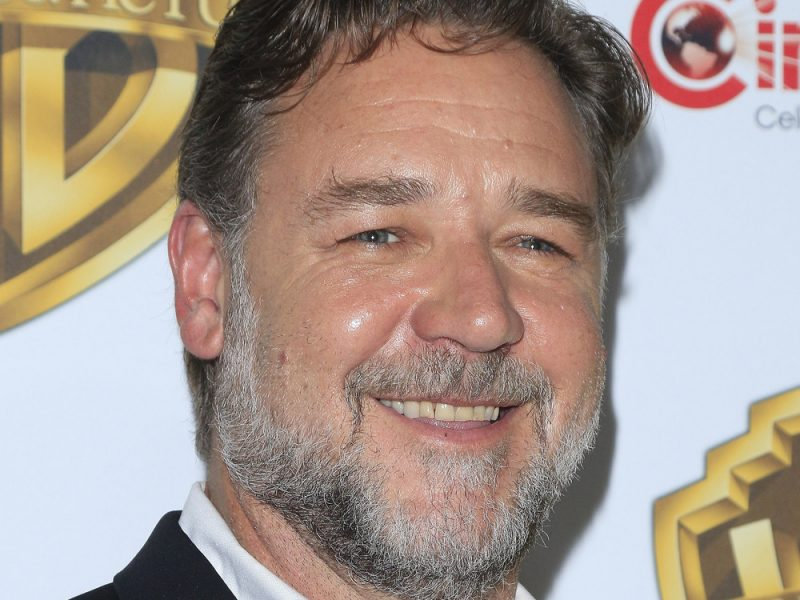 Russell Crowe ditches his Milan Fashion Week look for a