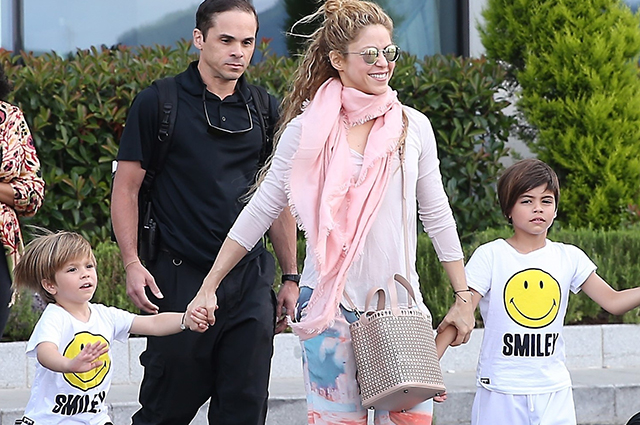 Shakira Toured With Children Photos And Videos Wirewag