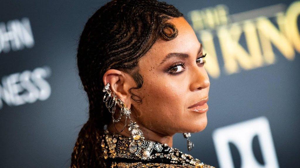 Peachy Beyonce Receives An Early Birthday Cake Wirewag Personalised Birthday Cards Veneteletsinfo