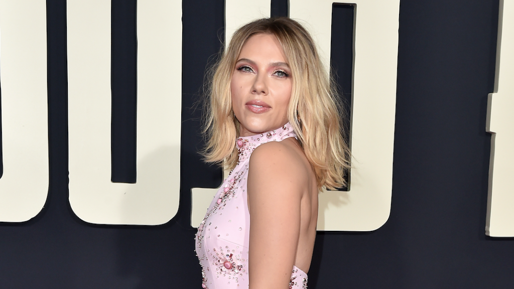 Giant Back Tattoo Scarlett Johansson Steals The Show Wirewag